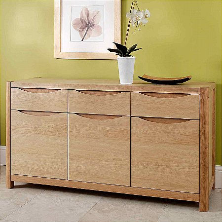 9428/Vale-Furnishers/Carlson-Three-Drawer-Sideboard