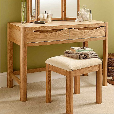 9471/Vale-Furnishers/Carlson-Dressing-Table